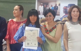 Entrega Registro Civil actas en lenguas indígenas